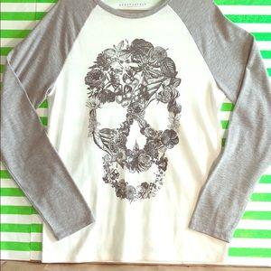 B&W floral Skull💀 thin thermos long sleeve shirt